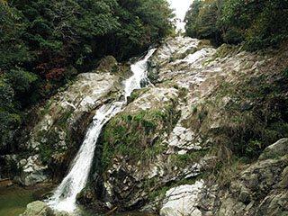 塩江町 不動の滝 - 観光スポット...